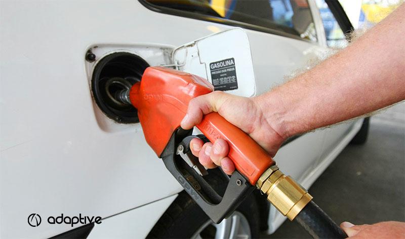 Por que a gasolina do Brasil é tão cara?