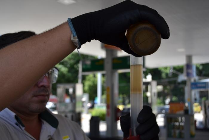 Consumidor tem direito ao teste de combustível nos postos