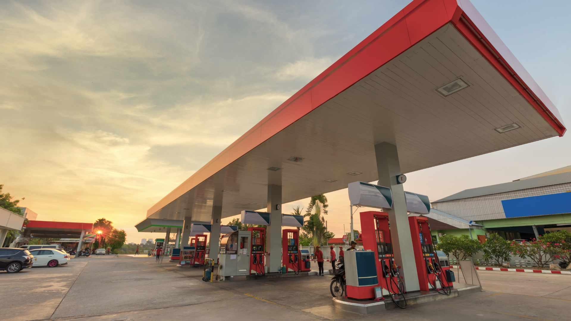 Como [destacar seu posto de gasolina] da concorrência gastando pouco