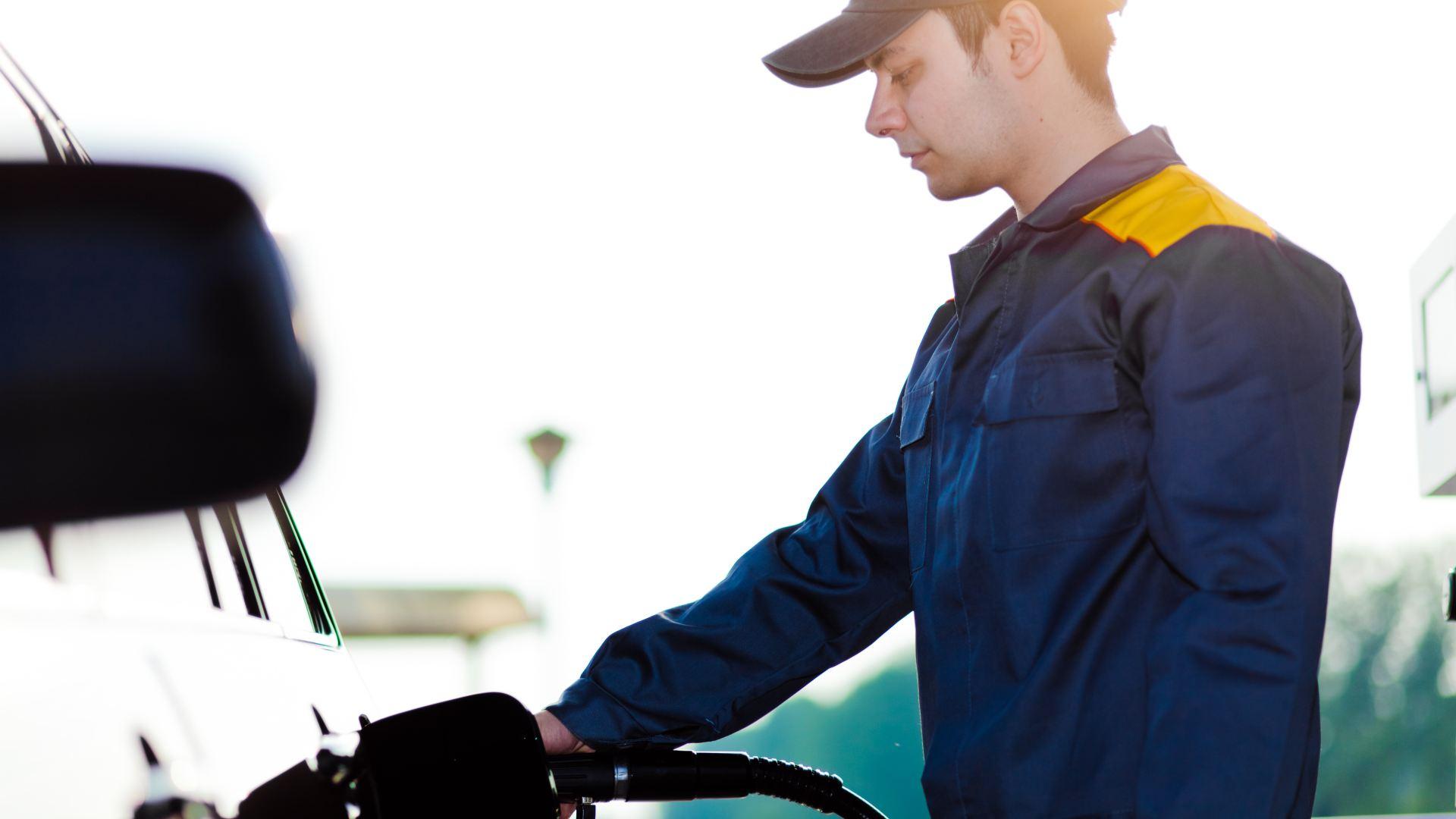 Apresentação pessoal do frentista: o cartão de visita do posto de combustível
